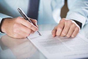 A la hora de pedir una hipoteca en el banco, también debes hacer una tasación de la casa que quieres comprar, ya que de esto dependerá si puedes comparla o no