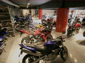 Los dirigentes socialistas terminarán vendiendo motos en un concesionario