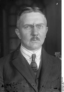 Este es Hjalmar Schacht, el inventor del mecanismo. Echadle un ojo y pensad si os parece de fiar...