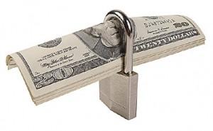 El dinero sigue candado a cal y canto